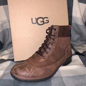 Ugg CAYLI boot size 7. Comes in box!!